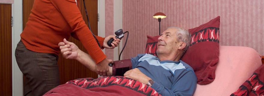 Omzorg biedt nachtelijk ondersteuning voor mantelzorgers. Een zorgverlener neemt tijdelijk uw zorgtaak over waardoor u verzekerd bent van een goede nachtrust.